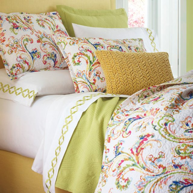 freesia-duvet-with-pillows